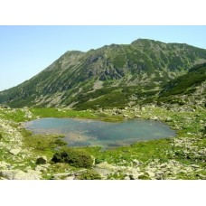 Pietrele-tó a Pietrele-gerinccel