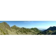 A Pietrele-völgy látképe a Bukura-nyeregből